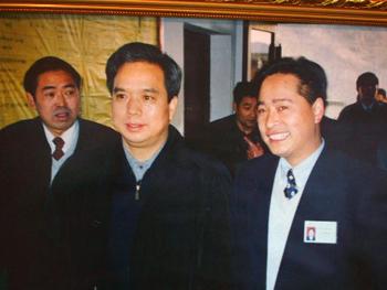 1时任中共陕西省委书记李建国在乐动体育app公司视察工作-16170135089.jpg